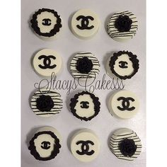 Docinhos Chanel Best Chocolate Cupcakes, Chocolate Pudding Cake, Chocolate Chip Cookie Bars, Oreo Cookies, Cupcake Cookies, Chocolate Covered Treats, Chocolate Dipped Oreos, Chocolate Covered Strawberries, Chanel Cake