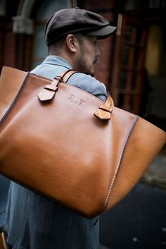 Street Style at London Collections: Men Spring 2017 - Men's style, accessories, mens fashion trends 2020 Backpack Bags, Leather Backpack, Tote Bag, Leather Suitcase, Laptop Backpack, Denim Armband, My Bags, Purses And Bags, Sac Week End