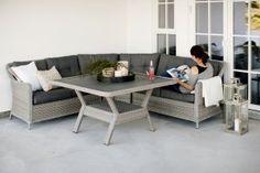 Firenze hjørnesofa medbord - fint å ha plass til mange rundt bordet når man skal kose seg ute i sommer.