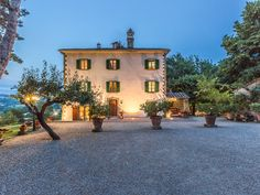 The elegant and impressive villa dating back to the second half of the…