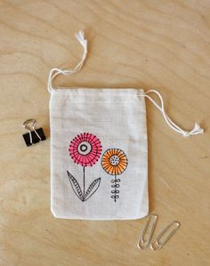 """by sharpie"""" fabric markers. I totally need these. I was just writing on fabric today with standard sharpies!""""stained by sharpie"""" fabric markers. I totally need these. I was just writing on fabric today with standard sharpies! Sharpie Projects, Sharpie Crafts, Sharpie Markers, Sharpie Art, Sewing Projects, Sharpies, Sharpie Doodles, Tape Crafts, Diy Crafts"""