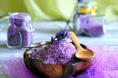 Ideas Bath Salts Homemade Lavender Coconut Oil For 2019 Rustic Bathtubs, Bath Salts Recipe, Lavender Bath Salts, Bath Detox, Natural Air Freshener, Bath Art, Aromatherapy Recipes, No Salt Recipes, Pink Makeup