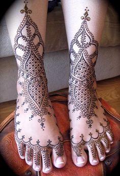 Classical Feet Mehndi Design