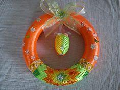 milosiatko / veľkonočný veniec Shabby Chic Ribbon, Shibori, Kanzashi Tutorial, Fabric Origami, Quilted Ornaments, Bunting Garland, Ribbon Art, Ornament Wreath, Easter Crafts