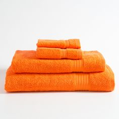 It's never been easier or more affordable to update your bathroom décor! Our Urban towels are available in a range of colours and sizes, and they're also great value. Complete the look with the Urban bathmat.