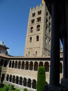 Os invitamos a pasear por el Monasterio de Santa María de Ripoll. #historia #turismo  http://www.rutasconhistoria.es/loc/monasterio-de-santa-maria-ripoll