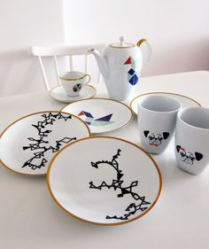 DIY: Porzellan bemalen // Painting ceramics via blog.dawanda.com