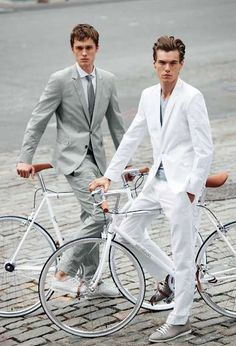 Fashion Men/Uomini Haute Bicycle The Strellson x Bianchi White Edition Collection Sharp Dressed Man, Well Dressed Men, Marken Outlet, New Years Look, Look Man, Cycle Chic, White Suits, Bike Style, Fashion Lookbook