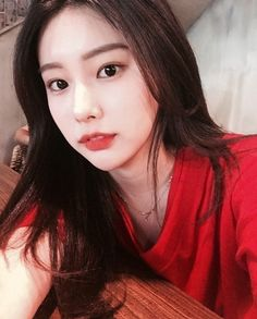 """ Hyewon and i were in the same highschool! i wonder how we never met. hyewon in yena in highschool highschool"" Kpop Girl Groups, Kpop Girls, Asian Woman, Asian Girl, Yuri, Gfriend Sowon, Japanese Girl Group, The Wiz, Yoona"