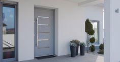 Madlá rozdeľujeme na kolmé, ktoré sa montujú na plochu dvernej výplne a madlá, ktoré sú dostupné vo vyosenej variante, čiže sa dajú ...