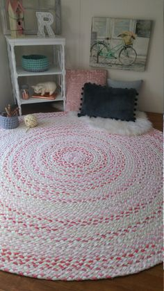 rose gold braided rug, with white and natural blend of color shabby chic style Shabby Chic Bedrooms, Shabby Chic Cottage, Shabby Chic Style, Pink And Gray Nursery, Coral Nursery, Home Bedroom, Girls Bedroom, Paisley Bedroom, Grey And Coral