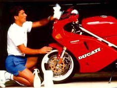 Senna dá um talento em sua Ducati851 Desmo, um presente da casa de Borgo Panigale O ano era 1977. O local, kartódromo de Interlagos, zona Sul de São Paulo. Entre uma bateria e outra de kart, dois moleques subiam no muro para ver os treinos e as corridas de moto na pista do Autódromo José […]