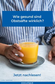 Schnell ein Glas Saft trinken, um sich mit Vitaminen und Mineralstoffen zu versorgen. Geht das? Smoothie, Good To Know, Food, Tomato Juice, Apple Juice, Low Fiber Foods, Fruit And Veg, Good Food, Drinking