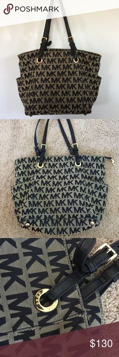 Michael Kors Handbag 100% authentic! Used quite a few times but still in excellent condition! Michael Kors Bags Shoulder Bags