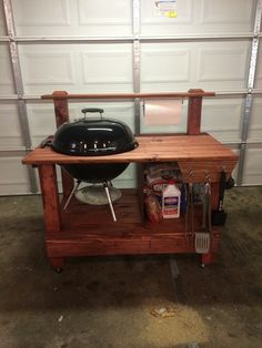 Build a barbecue grill table – DIY projects for everyone! Diy Grill, Barbecue Grill, Grilling, Barbecue Design, Grill Stand, Grill Cart, Backyard Projects, Wood Projects, Bbq Table