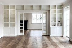Built In Shelves Living Room, Bookshelves Built In, Built Ins, Living Room Partition Design, Room Partition Designs, Lobby Interior, Small Hallways, Home Office Space, Dream Apartment