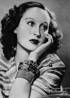 Clara Calamai, Italian movie star, late 1930s, early 40s - love the bracelets!