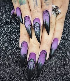 Gorgeous and Creative Halloween Nail Art designs - Nail Art - Halloween Goth Nails, Stiletto Nails, Halloween Nail Designs, Halloween Nail Art, Pretty Halloween, Scary Halloween, Purple Halloween, Halloween Night, Halloween 2019