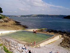 Devil's Point, Plymouth tidal swimming pool there are many Devon Coast, Devon Uk, Devon England, Devon And Cornwall, Cool Pools, Awesome Pools, Concrete Pool, Salt And Water, Ocean City