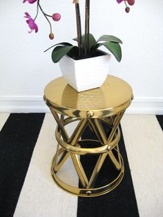 Fesselnd Hollywood Regency Side Table