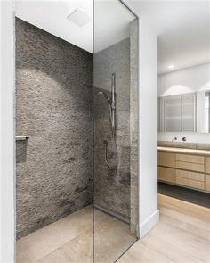 Strak landelijke badkamers | Jones Living Handicap Bathroom, Home Organisation, Bathtub, Loft, Flooring, Shower, Wall, House, Home Decor