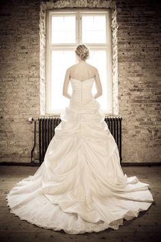 Photo Checks, One Shoulder Wedding Dress, Wedding Photos, Abs, Wedding Photography, Website, Studio, Wedding Dresses, Fashion