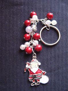 Hübscher, kleiner Schlüssel- oder Taschenanhänger mit wunderschön leuchtenden roten 3D Metallic Perlen. Sieht klasse aus wenn das Licht drauf fällt. M