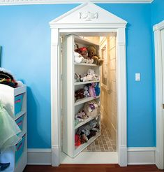 hidden room would love to do this to my closet back at home!!