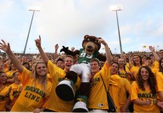 Bruiser and the Class of 2016 #Baylor Line enjoying the Bears' win over SHSU. (via @BaylorPhotos)