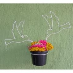 suporte de plantas - modelo beija flor  Quer fugir da mesmice, e deixar sua casa com um toque especial? Esse lindo suporte exclusivo, para seu Jardim, veio para mudar totalmente as formas convencionais de expor suas plantas. Ideal para ambientes externos, deixa sua casa com um lindo design além de proporcionar a você uma decoração rústica e ao mesmo tempo sofisticada.  especificações:  altura e largura ajustáveis. circunferência do vaso: 37cm suporta um vaso.   não acompanha vaso e planta.
