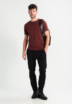 Haz clic para ver los detalles. Envíos gratis a toda España. Selected Homme  SHDTHEPERFECT ONECK Camiseta básica decadent chocolate: Selected Homme ...
