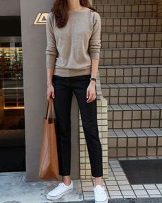 50 Street Wear Casual Chic Outfits Trending Ideas streetwear is an essential supply of inspiration and almost always a good way to modernise your wardrobe. Casual Chic Outfits, Smart Casual Outfit, Estilo Casual Chic, Classy Casual, Casual Chic Style, Office Outfits, Work Casual, Cool Outfits, Trendy Style