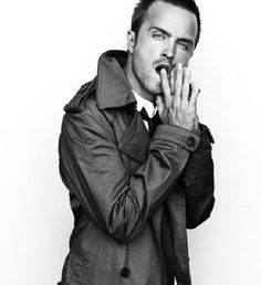 Aaron Paul- Jesse Pinkman on Breaking Bad. Straight up swoon bitches! Love me some Jesse Aaron Paul, Jesse Pinkman, Serie Breaking Bad, Breking Bad, Pretty People, Beautiful People, Mejores Series Tv, Look Man, Pose