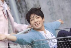 (76) Hashtag #WeLoveYouJungkook no Twitter