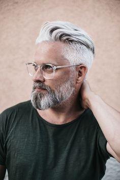 Model swedish grey hair silverfox mens style beard grooming silver male men's . Older Men Haircuts, Mens Hairstyles With Beard, Cool Short Hairstyles, Beard Styles For Men, Hair And Beard Styles, Short Hair Styles, Grey Hair Men, Short Grey Hair, Beard Tips