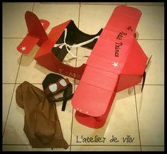 DIY : Un déguisement d'avion en carton Cardboard Airplane, Diy Cardboard, Infant Activities, Art Activities, Airplane Costume, Carton Diy, Diy Projects For Kids, The Little Prince, Basteln