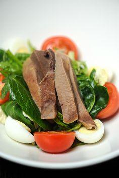 Гастробар Рыжая Борода, Москва – салат с телячьим языком, яйцом и помидором