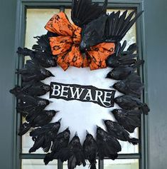 Halloween Wreath With Creepy Crows- Give your door some creepy halloween decor. Everyone is creeped out by crows, why not create a creepy diy halloween wreath. Halloween This Year, Creepy Halloween, Holidays Halloween, Halloween Crafts, Halloween Decorations, Halloween Wreaths, Halloween Ideas, Halloween Party, Halloween Stuff