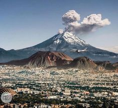 Mexico Tours, Df Mexico, Mexico City, Erupting Volcano, Perfect World, Nature Images, Wonderful Places, Places To Go, Travel Photography