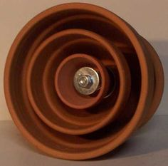 Terracotta Pot Candle Heater - This really works! I have seen one in action and it doesn't have to be as slick as this one to heat an entire room with a tea light candle! Survival Prepping, Emergency Preparedness, Survival Equipment, Survival Gear, Diy Hacks, Candle Heater, Diy Lampe, Diy Tech, Wie Macht Man