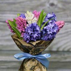 Букет из гиацинтов «Васильковое небо» Flower Packaging, Flower Power, Charts, Bouquets, Wedding Decorations, Gardens, Inspirational, Purple, Desk Arrangements