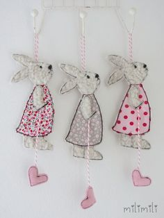 Easter Bunnies - Magical Spring Bunnies - Pendant - a unique product by mi . - O Frühling und Ostern - Easter Art, Easter Crafts, Easter Bunny, Crafts For Kids, Easter Ideas, Penny Table Tops, Chicken Wire Art, Freehand Machine Embroidery, Diy Ostern