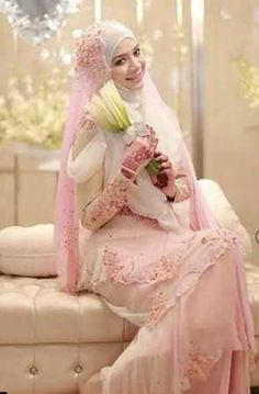 Model Kebaya Pengantin Warna Pink Fanta dan Putih