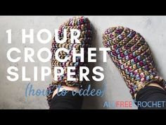 Want to make an adorable pair of crochet slippers in a short amount of time? These One Hour Crochet Slippers are exactly what you need. Choose some fun colorful yarn and begin crocheting yourself a pair of nice and soft crochet slippers. Easy Crochet Slippers, Crochet Slipper Boots, Crochet Slipper Pattern, How To Make Slippers, Slipper Socks, Crochet Gratis, All Free Crochet, Crochet Baby, Learn How To Crochet