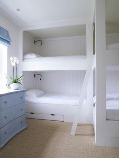 Built-in corner bunks