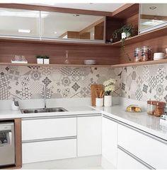 Minimalist Kitchen Decor: Stylish Ideas For Your Home Improvement Plan Scandinavian Kitchen, Kitchen Plans, Kitchen Remodel, Kitchen Decor, Kitchen Remodel Small, Kitchen Modular, Kitchen Room Design, Modern Kitchen Interiors, Kitchen Design
