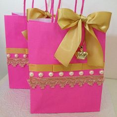 Sacolinhas personalizadas para a festa de uma princesa saindo essa semana!!  Para orçamento: ...