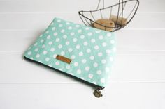 Linen Zipper Bag Tutorial ~ DIY Tutorial Ideas!
