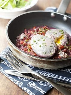 Oeufs en meurette (poached eggs in a red wine and pepper reduction sauce) - Oeufs en meurette (poached eggs in a red wine and pepper reduction sauce) - follow Talk in French for more - #FrenchCuisine #FrenchFood Repin and share!