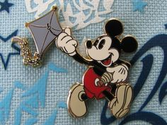 Disney Trading Pin - Classic Pie Eye Mickey Mouse Running Flying Blue Kite